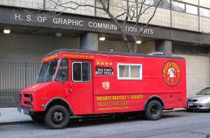 800px-Pizza_Truck_NYC_50_jeh